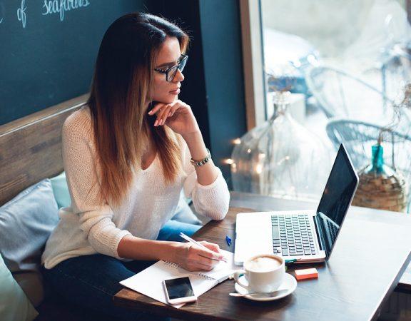 4 formas de motivar a mujeres para que hagan parte del sector TIC